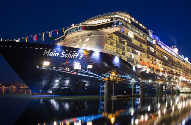 Mein Schiff 3 verlässt Cuxhaven