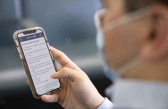 United Airlines führt Fragebogen zum Gesundheitszustand für Passagiere beim Check-in ein