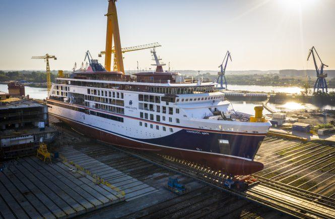 Hapag-Lloyd Cruises - HANSEATIC spirit hat erstmals Wasser unterm Kiel