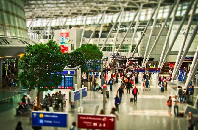 Mehrere 100 000 Passagiere starten von den Flughäfen Düsseldorf und Köln/Bonn in den Urlaub