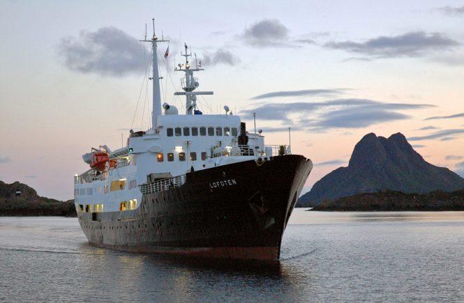 Hurtigruten Nostalgieschiff MS Lofoten wird zum Schulschiff