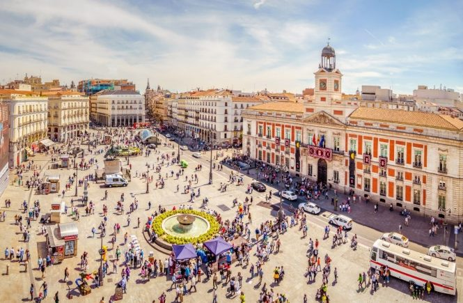 Party-Oase Madrid zieht coronamüde Touristen zu Tausenden an