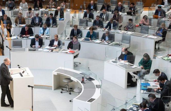 Regierung warnt vor Mallorca und erwägt Corona-Tests an Flughäfen