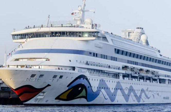 Kreuzfahrtschiff Aida Aura für Wartung in Hamburg