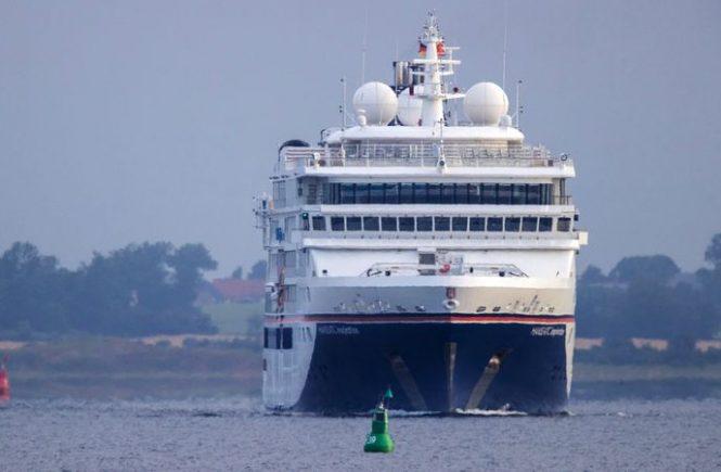 Erstes Kreuzfahrtschiff nach Corona-Zwangspause in Mecklenburg-Vorpommern angelegt