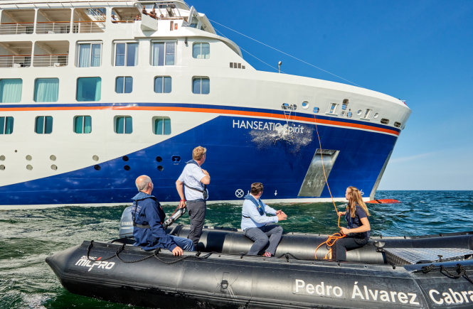Hapag-Lloyd Cruises tauft HANSEATIC spirit vor Hochseeinsel Helgoland
