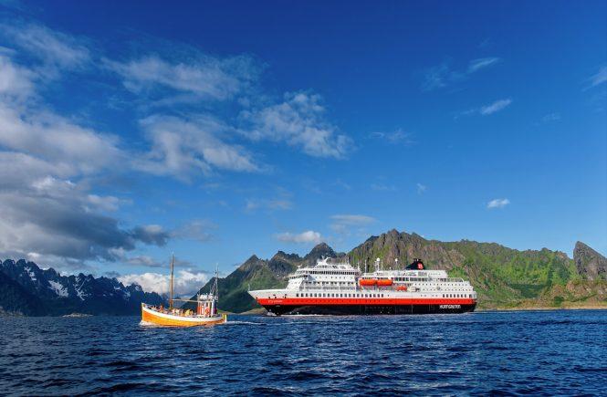 Erste Hurtigruten Expeditions Abfahrt ab Hamburg am 24. August