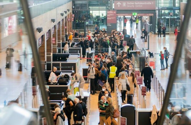 Reise-Chaos am BER: Selbstverschuldet oder Branchenproblem?